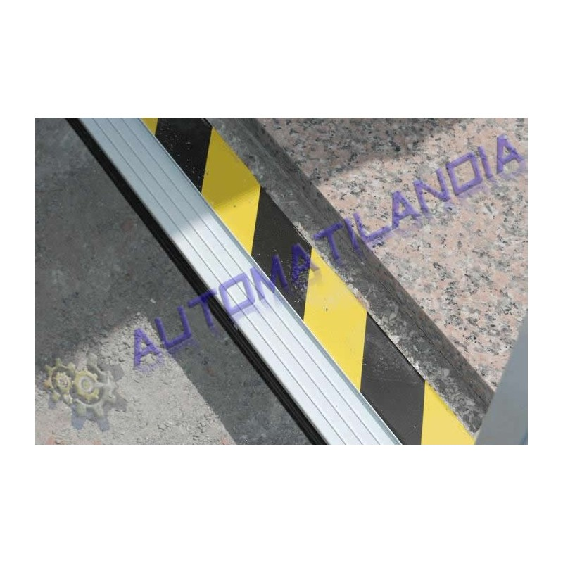 Adhesivo de se alizacion para puertas de garaje correderas for Perchas adhesivas para puertas
